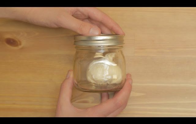 The Simplest Way to Peel Garlic. Period. (Video)