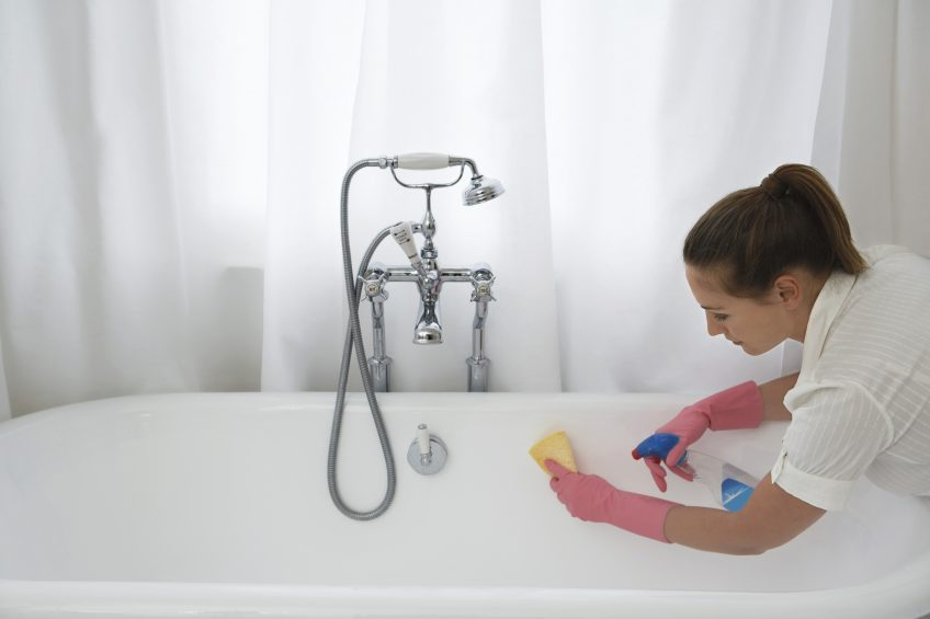 How to Bring an Old Bathtub Back to Life