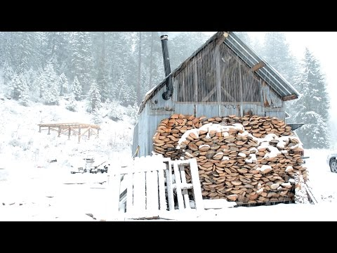 How to Build An Off-Grid Winter Cabin for $300 (Video)
